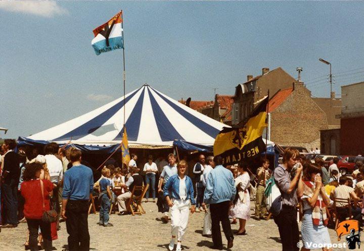 1984-07-01De tent van Voorpost op de kade in Diksmuid